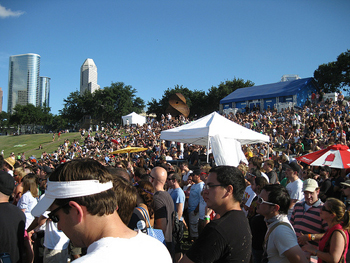 Summerfest crowd at main stage